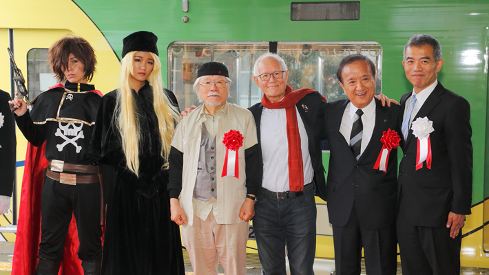 西武線で新銀河鉄道999デザイン電車が出発進行デビュー記念